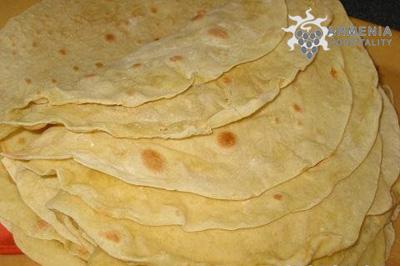 12 Июня: Хлеб в горах (Ереван, музей Эребуни) - ежегодно